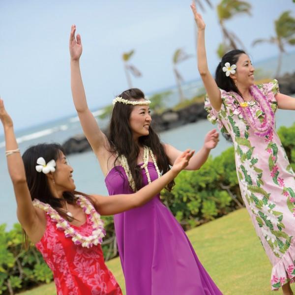 ハワイでの結婚式参列が決まった人必見!ハワイ挙式の服装と靴