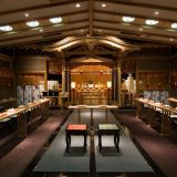 【豊明殿】武蔵一宮氷川神社様を奉斎した神前式場。落ち着いた伝統的な雰囲気に包まれた、厳かな挙式が叶う。