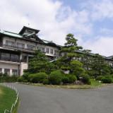 城郭風建築の蒲郡クラシックホテル本館。 昭和9年建設で当時のままの様子を現代に残す。