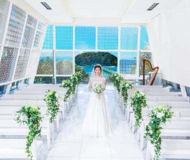 挙式会場「カレイド」扉を開けて目の前に広がるのは海と蒲郡のシンボル「竹島」