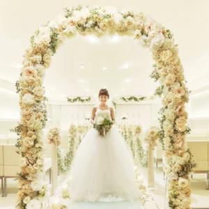 憧れ度No.1!花のアーチが彩るチャペルで花嫁体験