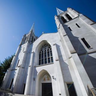 【駅徒歩5分】都会に佇む荘厳な大聖堂!感動挙式が実現!