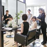 ご列席のゲストの方にも安心。美容室も併設されているので式場でのヘアメイクもご予約可能。