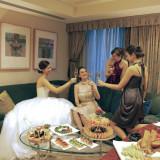 ホテルウエディングだからこそ愉しめる贅沢時間。宿泊はもちろんスイートルームでゲストとのアフターパーティまで叶う