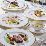 伝統の味わいに新しい感覚もプラスした西洋料理。 前菜からデザートまで、シェフこだわりの多彩なメニューが揃います。