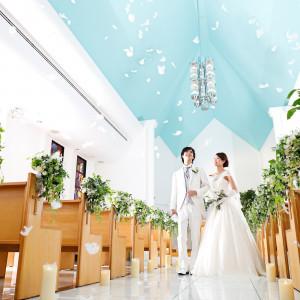永遠を誓った瞬間、チャペルが幸せに包まれる|新横浜グレイスホテル/ Roseun Charme ( ロゼアン シャルム )の写真(3446962)