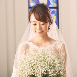 ステンドグラスから溢れる光と、大切なゲストから温かい笑顔で祝福される|新横浜グレイスホテル/ Roseun Charme ( ロゼアン シャルム )の写真(1253848)