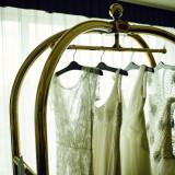 色や形だけでなく、ドレスそのものが持つ魅力があります。とっておきの一着を。