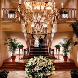 宴会棟ロビーはヨーロッパの大邸宅、「グランドレジデンス」を彷彿とさせる優雅な空間