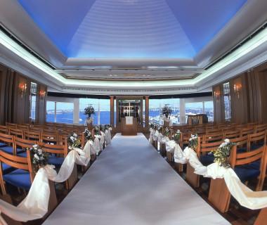 地上70m横浜の海と景色が一望できる展望台のようなチャペル。