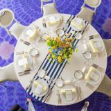 ホワイトクロスにストライプのランナーかけ。 ホテル メルパルク横浜ではたくさんのテーブルクロスからお選びいただけます!