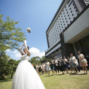 ガーデンに移動して、女性対象ブーケトス!!|岡山国際ホテルの写真(2167754)