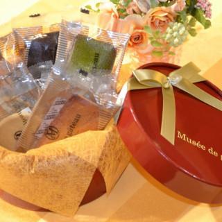 初めてのご来館カップルには菓子工房「ミュゼ・ド・ガトー」の洋菓子詰め合わせをプレゼント
