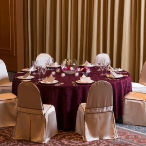 テーブルクロスやチェアドレス、ナフキンまで、おふたりらしいカラーでとっておきのおもてなしを。|盛岡グランドホテルの写真(1546843)