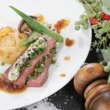 サーロインビーフの低音ロースト  国産海苔バターと仙台小葱  ポテトグラタンと温野菜添え  黒酢ソース