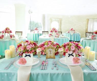 人気のかわいいテーブルクロス! 窓から外の光が差し込む明るい宴会場で楽しくパーティー! コーディネートは自由自在♪