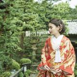 東山三十六峰のひとつ粟田山を借景にした270坪の庭園「石翠」をもつ「粟田山荘」。佇むだけで絵になる本物だけが醸し出す静謐な世界が広がる