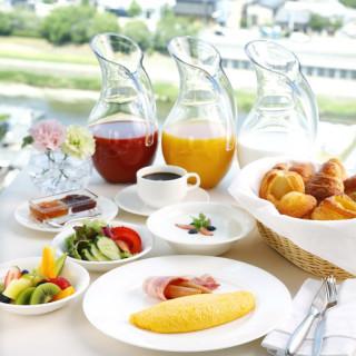 平日9時の来館はホテルのビュッフェ朝食を