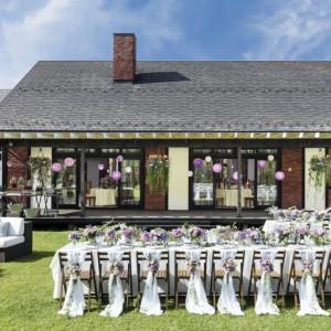 【アンジェラ】広々とした芝生のガーデンと屋内を自由に使って、動きのある楽しいパーティを|星野リゾート 軽井沢ホテルブレストンコートの写真(1492926)