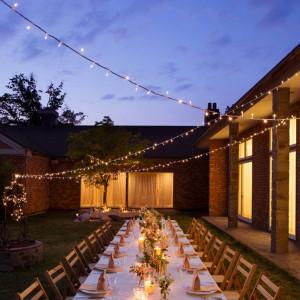 【アンドリュース】夕刻のパーティはキャンドルの優しい灯りでより幻想的に|軽井沢高原教会の写真(1504393)