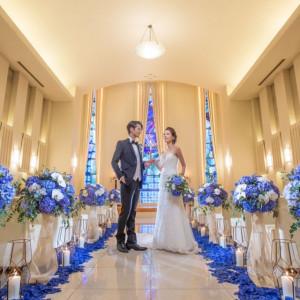 コンパクトながら神聖な雰囲気が人気の室内チャペル。パイプオルガンの生演奏やフラワーシャワーなどアットホームな雰囲気の挙式が可能です。|ホテル イースト21 東京の写真(2019107)