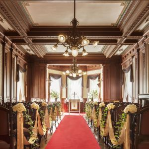 木のあたたかな温もりが新郎新婦とゲストを包み込む「貴賓館ウエディングチャペル」|高輪 貴賓館(グランドプリンスホテル高輪)の写真(3388805)