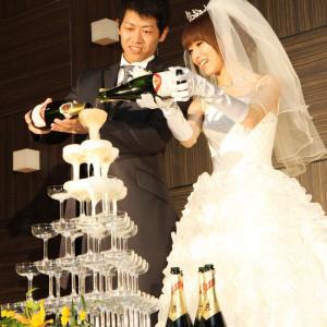 【シャンパンタワー】乾杯を華やかに演出!お酒が好きなおふたりらしい盛り上がる演出となります◎|ホテル メルパルク東京の写真(715461)