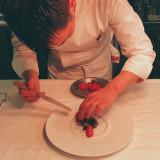 テロワール(自然、強度、大地)を感じる料理をコンセプトに、その時最も美味しい食材をシェフが厳選。