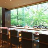 館内レストラン「槐樹」は結納やお顔合わせに利用可能。四季の風景と旬の食材でおもてなし