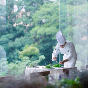 庭園を一望!オープンエアサロンで過ごす特別コース試食付相談会