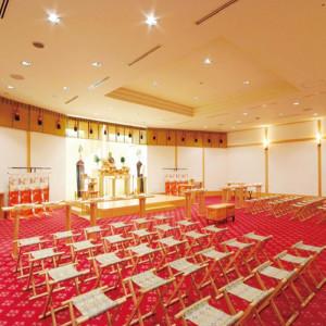 明るく広い空間に白木の香りもさわやかな神前結婚式。|ホテルマリターレ創世 佐賀の写真(637343)