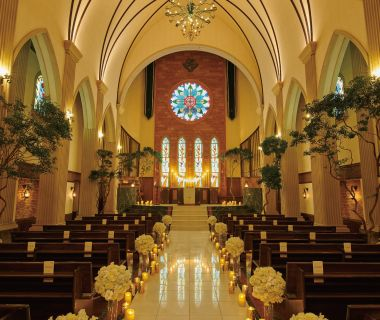 天井高13m、大理石製のバージンロード15mの敷地内でもひと際目立つ荘厳な独立型大聖堂。