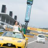 国際レーシングコースでのウェディングパレードは鈴鹿サーキットならではの演出