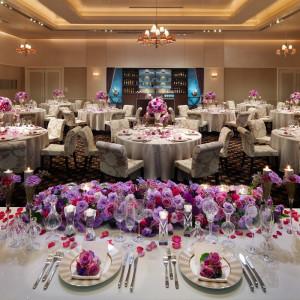 会場名:ブリリアント 60名~80名の会場でアットホームな結婚式が得意とした広さと天井までの高さです。バーカウンターとソファーコーナーがおもてなしポイントです。|パレスグランデールの写真(1032917)