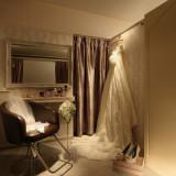 花嫁のキレイを演出する美容室。個室タイプなので、ゆったりとお支度を。