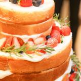 ネイキッドのケーキはナチュラルなお二人に大人気!