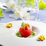 ゲストをもてなす大切なウェディングアイテムであるお料理。多彩なバリエーションでゲストに堪能してもらえる逸品の一皿。