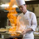 当ホテルでは和食・中国・洋食の料理長がおります ご婚礼のお料理には決まった料金はなくお二人のご予算やご要望に合わせてお二人の為にメニューをお作りします