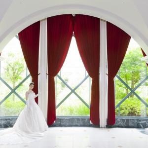 館内からガーデンを眺められる、優雅な雰囲気。 ロイヤルオークホテル スパ&ガーデンズの写真(263889)