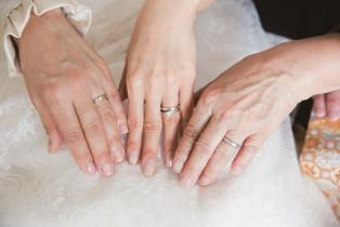 三世代の女性の手がつなぐ絆。 琵琶湖ホテルの写真(537409)