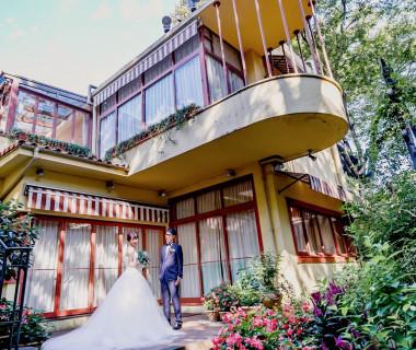 代官山の四季折々の花々を楽しむ中庭のあるレストランを貸切に。ゲストとの距離の近いアットホームな贅沢ウェディングを