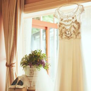 花嫁の控え室は柔らかい光が差し込む2階の個室。 まるでご自宅でお支度をするようにリラックスした雰囲気の中、特別な一日が始まります。|リストランテASO (ひらまつウエディング)の写真(5396902)
