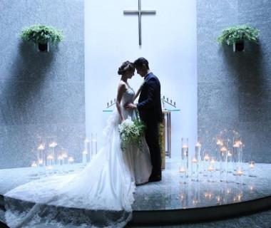 新郎新婦を優しく包み込む独立型の教会