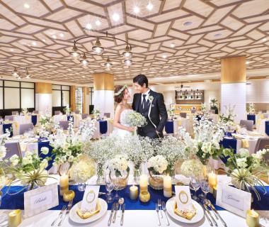 ナチュラルで自然体の結婚式がオススメな披露宴会場はアメリカ西海岸をイメージ。木目の暖かさ感じる2016年9月にオープンの新会場