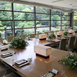 窓からは四季折々の景色を臨み、ゲストとゆっくり過ごせる人気会場『神空庭』 報徳二宮神社 報徳会館の写真(6060550)
