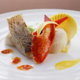 エビの身を贅沢に頂く魚料理。ホタテと白身の魚の甘味を感じてください。■デュオ・セレッソ