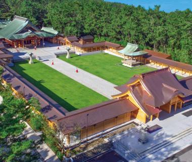 御創祀150年記念に竣工した神門回廊