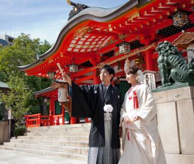 [生田の宮]結婚式が行われる御本殿です。御鎮座1800年の歴史と伝統を誇るお宮。御祭神は縁結びの神様「稚日女尊(わかひるめのみこと)」糸を紡ぐ女性の神様であられます。