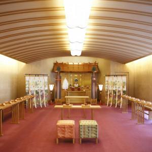 窓から自然光が入りこむ温かな雰囲気の神前式場 ANAクラウンプラザホテル神戸の写真(951658)