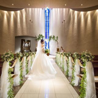 【花嫁を魅了する!】ステンドグラス輝く上質チャペル見学